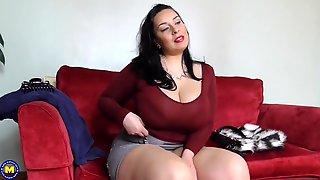 HUGE mom washing her big hairy cunt