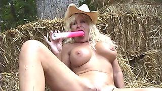 Farm Girl GRANNY