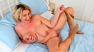 UK milf Camilla Creampie gets busy with her legs spread wide