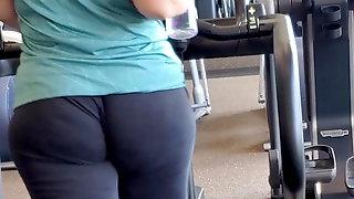 Candid Booty Arabic GILF Jiggly Booty in Gym VPL
