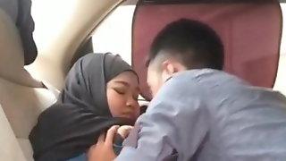 Indonesian MILF Licked by her BoyFriend in Car