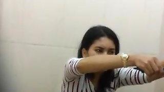 Sexy Indonesian Girl Toilet Spy Cam