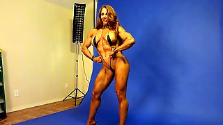 Sexy Muscle Goddess in Studio 1