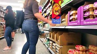 Short Pawg In Light Jeans