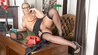 Curvy jerk off instructor strips to heels nylons for wanking