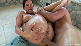 Brazzers - Big-booty bubble butt babe Tory Lane is oiled up