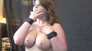 Stacked PAWG Sara Rose rides a sybian