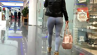 Young MILF's ass in tight jeans