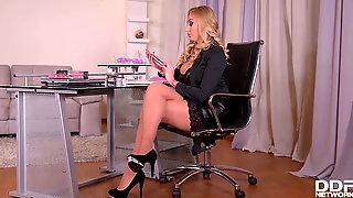 Breath-taking CEO Kayla Green fucks her tattooed secretary M