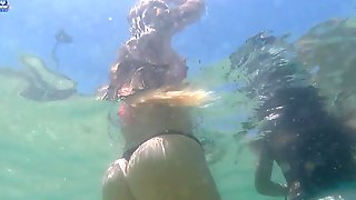 Awesome ass underwater !