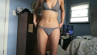 Teen probandose bikinis cameltoes