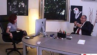 Squirting office - la nuova Silvia Lamberti abile bocchinara