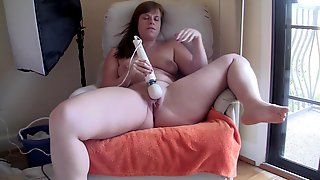 Hitachi and Dildo leads to a creaming BBW Pussy