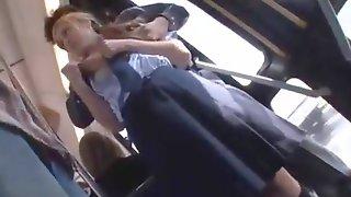 Jolie etudiante blonde se fait baiser dans un bus