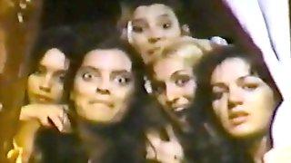 Brief CFNM scene from 1980's Spanish sex comedy