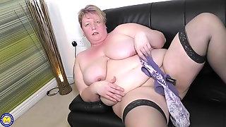Big fat mature mom wants your cock