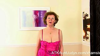 Over 60 GILF Pearl gets funky with her monkey.