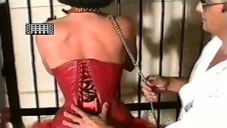 Firmly tighten the corset female slave