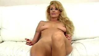 Hot Milf fucking herself with a machine