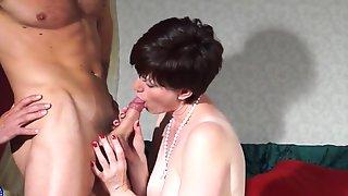 British mom Olivia gets cuni and vaginal sex